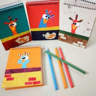 Bloco decorado com uma engraçada galinha, para quem deseja fazer anotações de deliciosas receitinhas, do trabalho ou mesmo pessoais.