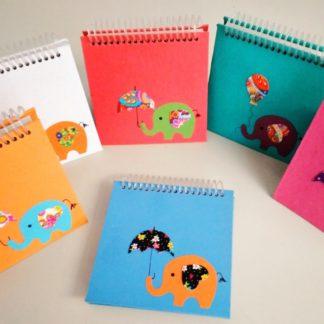 Bloco Quadrado Elefante é papelaria artesanal e de bom gosto.Um produto para aqueles que desejam ter à mão um bloco para anotações diárias.