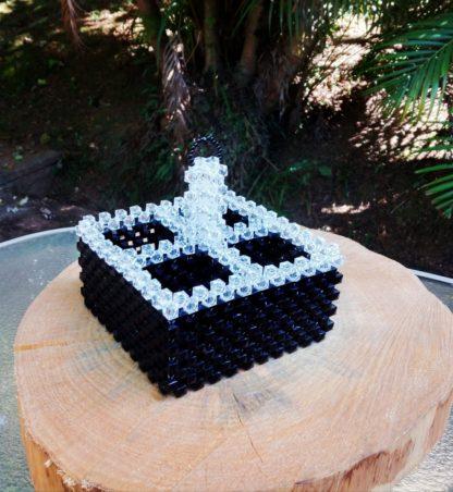Exclusivo galheteiro black em pedraria. Uma peça única, confeccionada por mãos especiais para você colocar requinte à sua mesa.