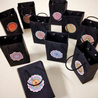 Sacola Color Plus Preta PP é a mais bela embalagem do mercado. Impossível não se encantar. Certamente um luxo de sacola!