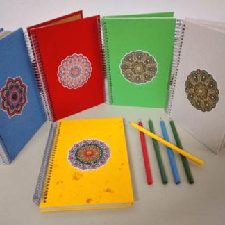 Anotação G Mandala é exclusividade APOIE. Além da capa com papel reciclado artesanal, tem uma maravilhosa mandala. Agradará ao refinado olhar