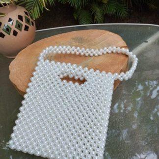 A Bolsa Festa Branca é o acessório que faltava no seu armário! Linda e jovial, certamente uma graça de bolsa!