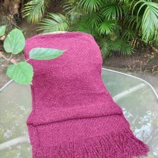 Echarpe Bordô é peça elegante que aquece não só os ombros, como o colo e certamente, o coração!