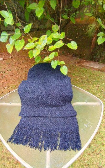 A Echarpe de Lã Negra é extremamente elegante, além de quentinha e bonita. Uma peça clássica, portanto verdadeiro coringa no armário!