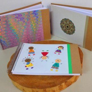 Caderno de Desenho A4 é um produto tanto criativo e artesanal, quanto exclusivo da oficina APOIE.